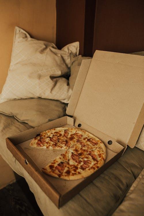 Pizza Trên Hộp Các Tông Trắng