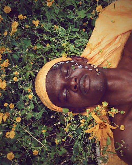 Kostnadsfri bild av #grön, 1 man, 20-25 år gammal man, afrikansk pojke