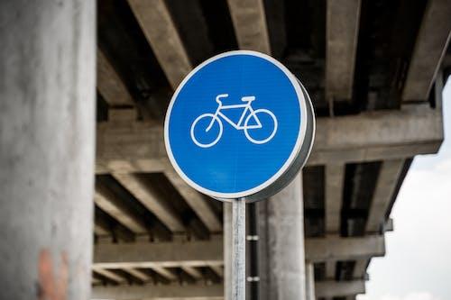 bisiklet, bisiklet şeridi, bisiklet yolu içeren Ücretsiz stok fotoğraf