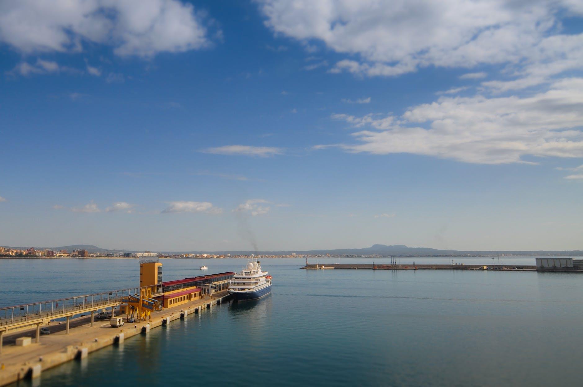 paseo romantico barco barcelona