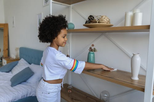 Gratis stockfoto met aanbiddelijk, afro, afro kapsel, afro-amerikaanse meid
