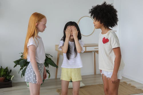Gratis stockfoto met aanbiddelijk, afro-amerikaanse meid, appartement, Aziatisch meisje