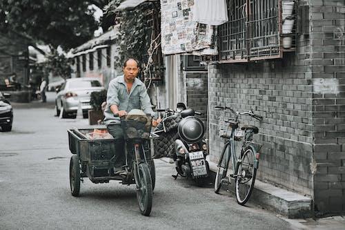 Kostenloses Stock Foto zu erwachsener, fahrer, fahrrad, fahrzeug