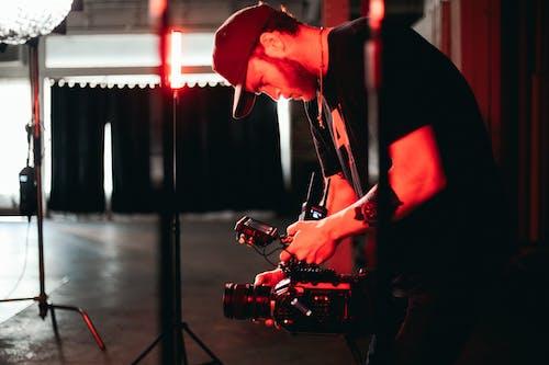 açık, adam, alıcı yönetmeni, aşama içeren Ücretsiz stok fotoğraf