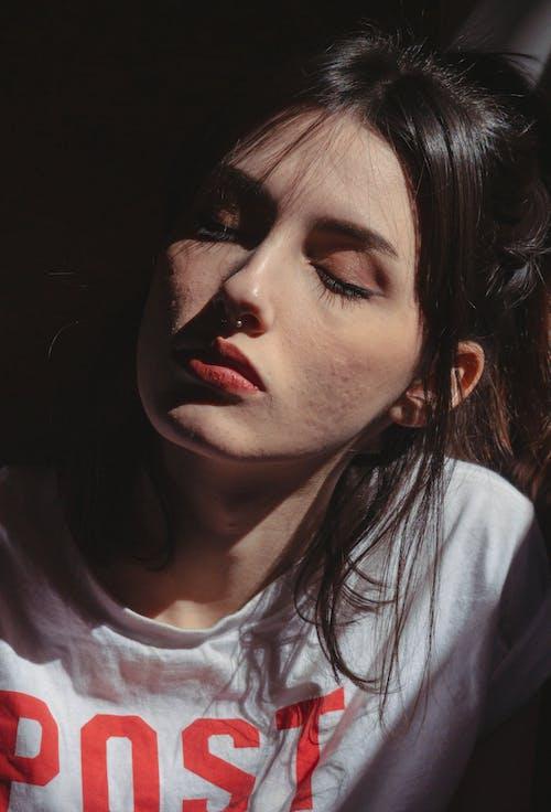 光鮮亮麗, 咖啡色頭髮的女人, 嘴唇, 女人 的 免费素材图片