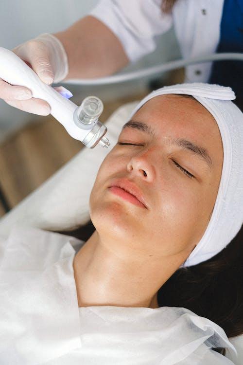 Specialist doing laser treatment in spa salon