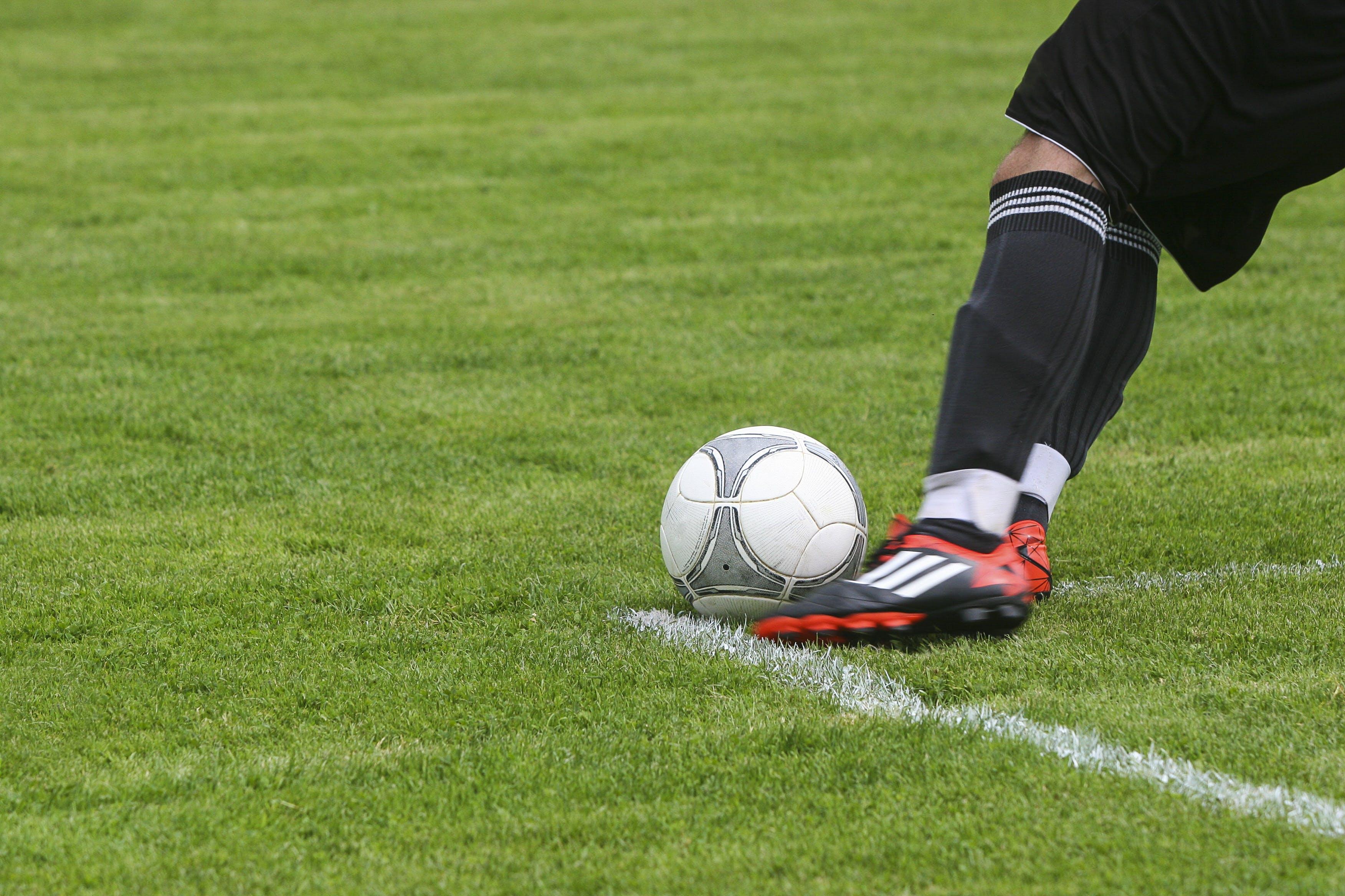 Gratis stockfoto met activiteit, bal, benen, bordspel
