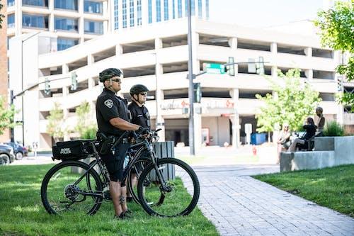 감정이없는, 거리, 경찰, 경찰관의 무료 스톡 사진