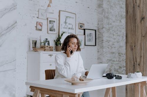 Fotos de stock gratuitas de businesswoman, cellphone, communication