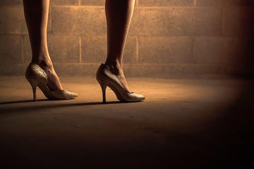 Ilmainen kuvapankkikuva tunnisteilla henkilö, jalat, lady, muoti