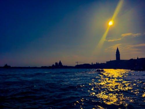 Ilmainen kuvapankkikuva tunnisteilla ilta-kohtaus, kultainen auringonlasku, sininen meri, taivas