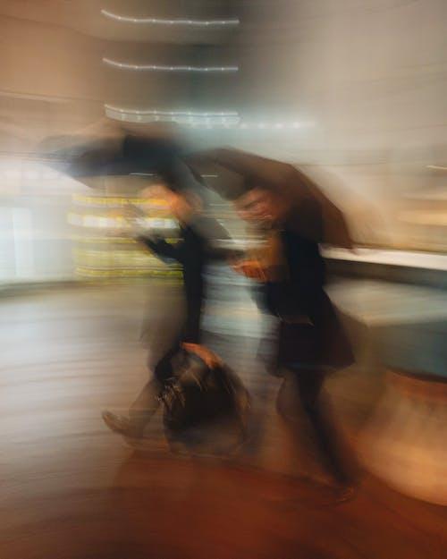 Foto profissional grátis de ágil, alameda, andar, anônimo