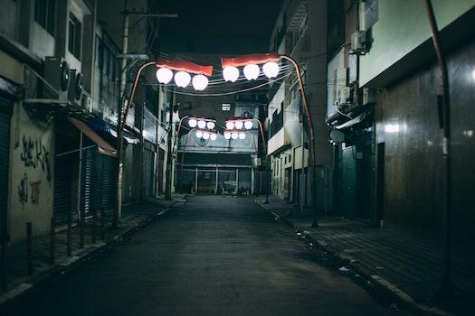 Kostenloses Stock Foto zu stadt, beleuchtung, nacht, gasse