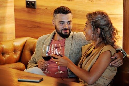 Безкоштовне стокове фото на тему «Бокали для вина, вино, всередині»
