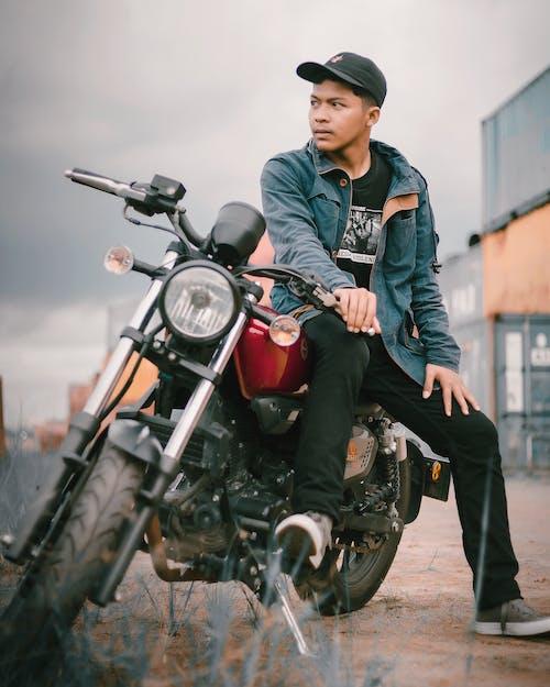 Základová fotografie zdarma na téma biker, cestování, chlapec, dopravní systém