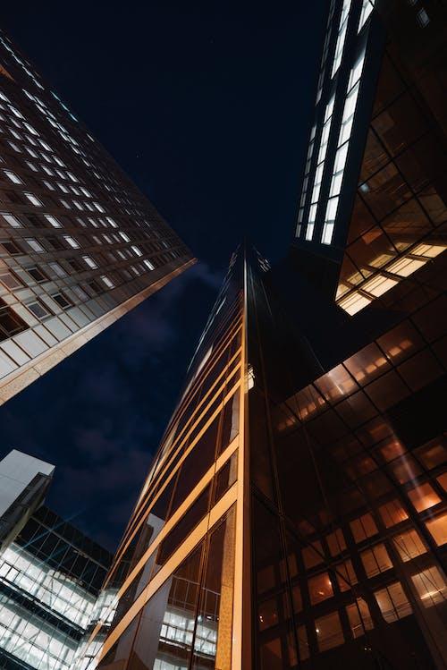 Photographie En Contre Plongée D'un Immeuble De Grande Hauteur