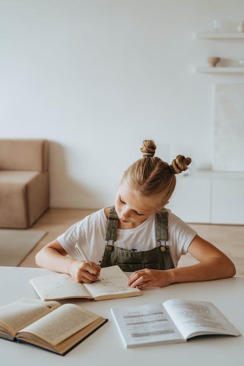 Immagine gratuita di apprendere, apprendimento, apprendimento online, bambina