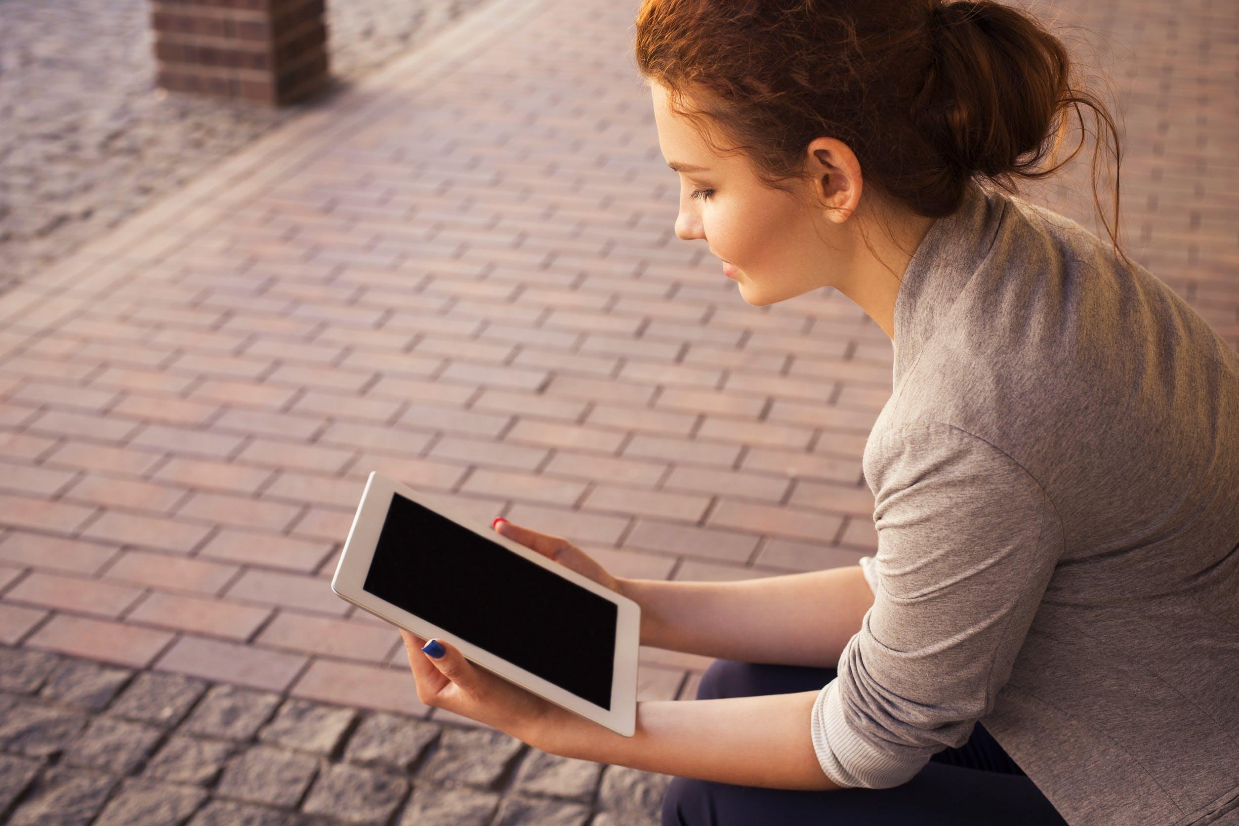 Free stock photo of woman, girl, ipad, tablet