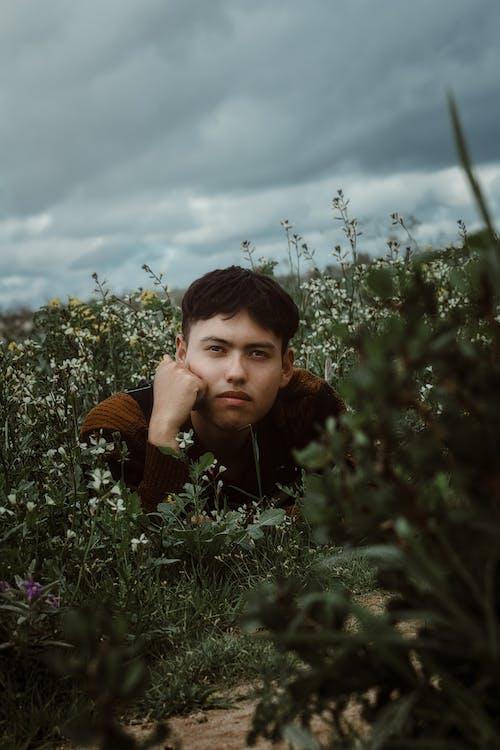 Základová fotografie zdarma na téma dospělý, holka, hřiště, krajina