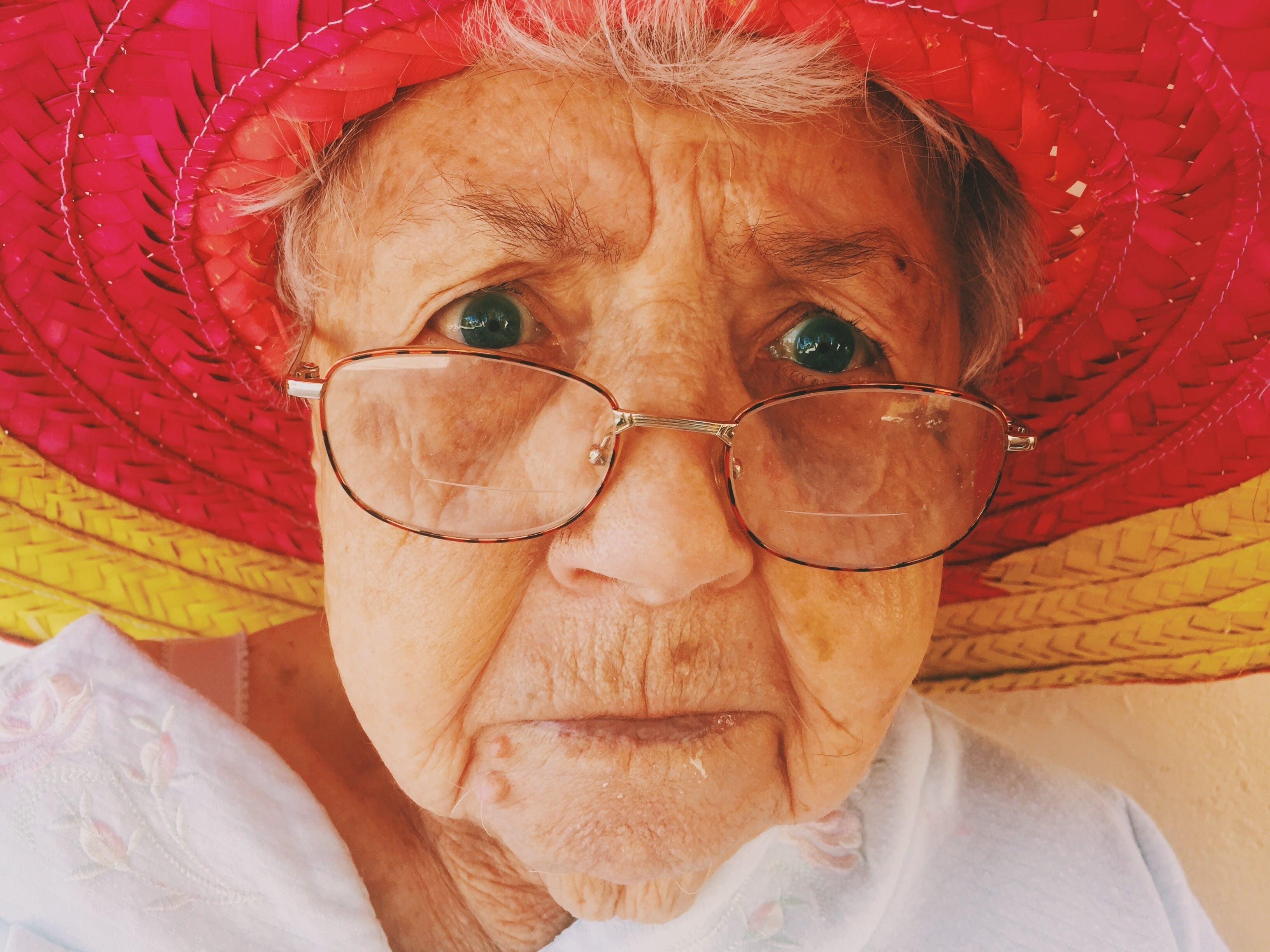 Gratis lagerfoto af alderdom, ansigtsudtryk, bedstemor, hat