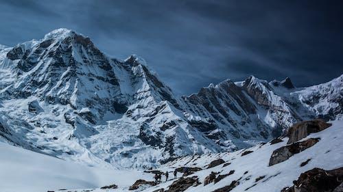 Fotobanka sbezplatnými fotkami na tému chladný, divá príroda, horský vrchol, hory