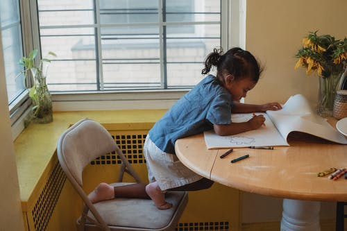 Concentrated child drawing at table