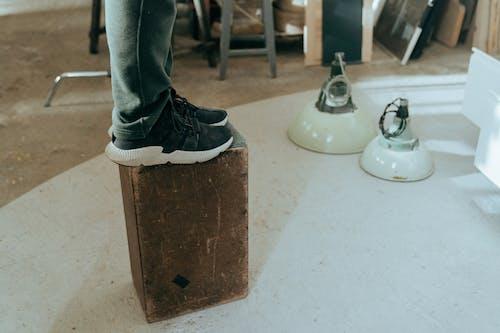 Darmowe zdjęcie z galerii z anonimowy, butik, buty, dekoracja