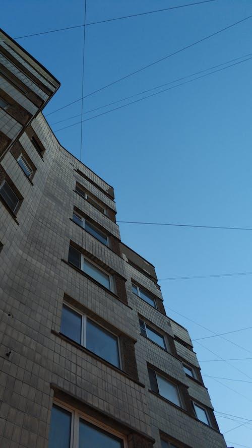 Základová fotografie zdarma na téma apartmán, architektura, beton, bez oblačnosti