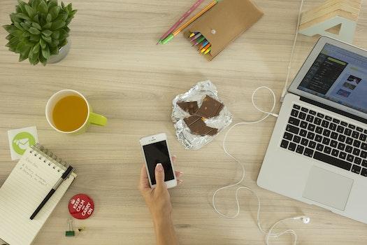 Free stock photo of mug, apple, iphone, smartphone