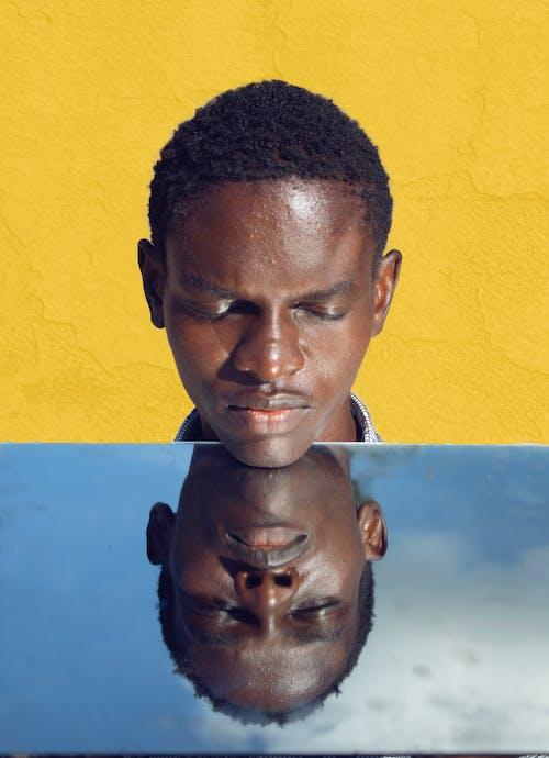 Kostnadsfri bild av afrikansk pojke, ansiktsuttryck, barn, blå himmel