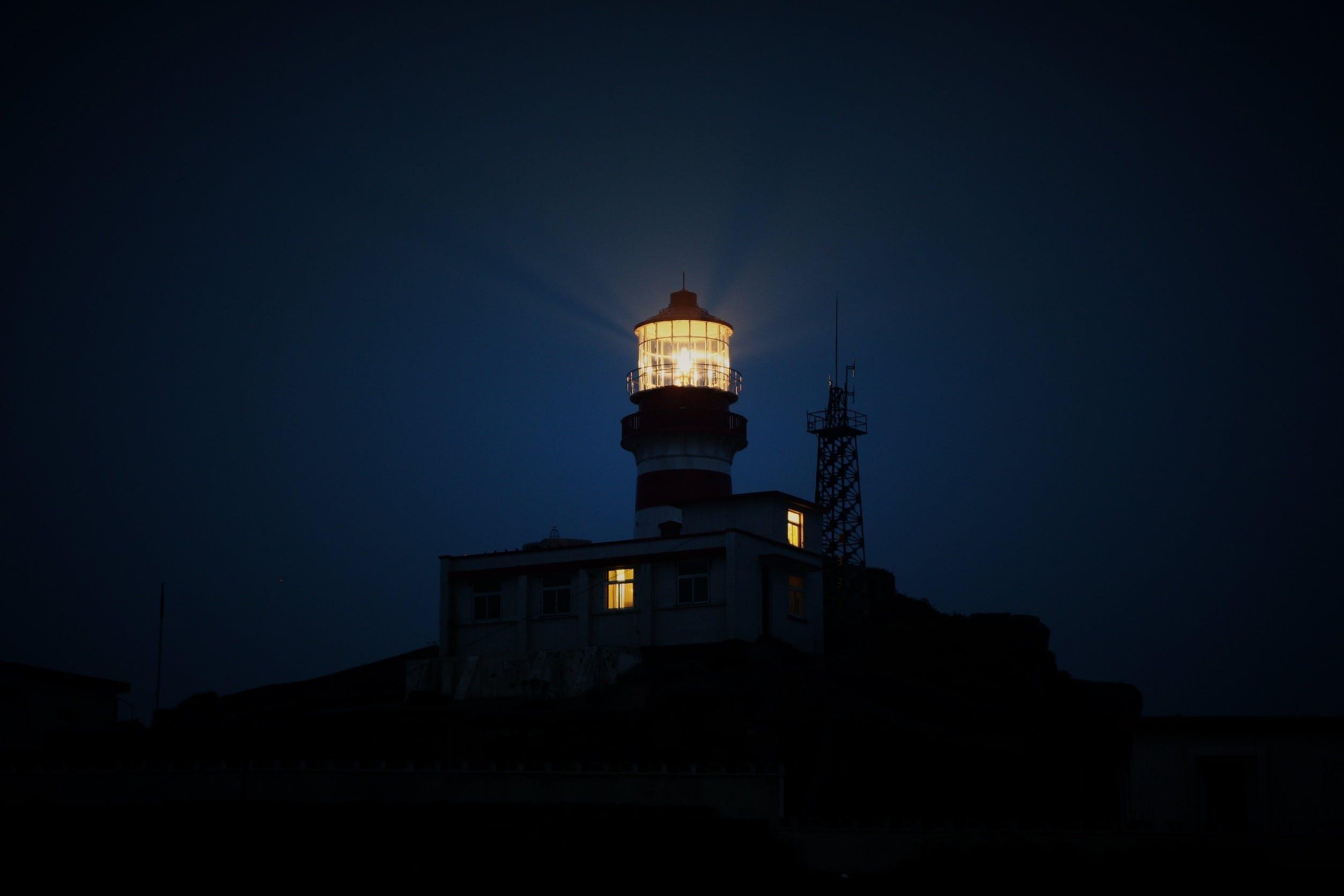 Kostenloses Stock Foto zu dunkel, leuchtturm, licht, nacht