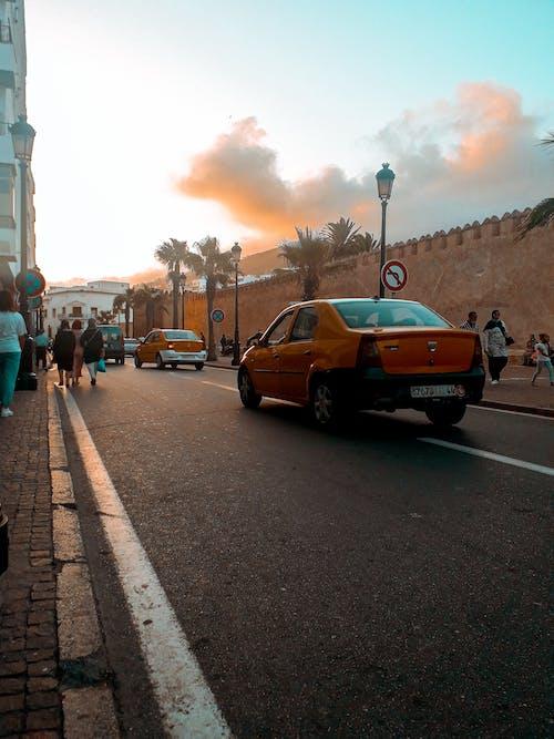 Gratis stockfoto met #cafe #starbucks #coffee #street #streetphotography, #stad, auto, bankpas