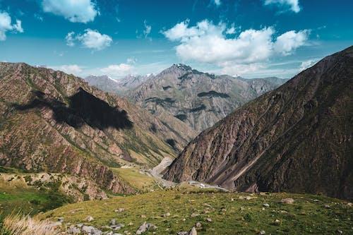 Fotobanka sbezplatnými fotkami na tému cestovať, exteriéry, hora
