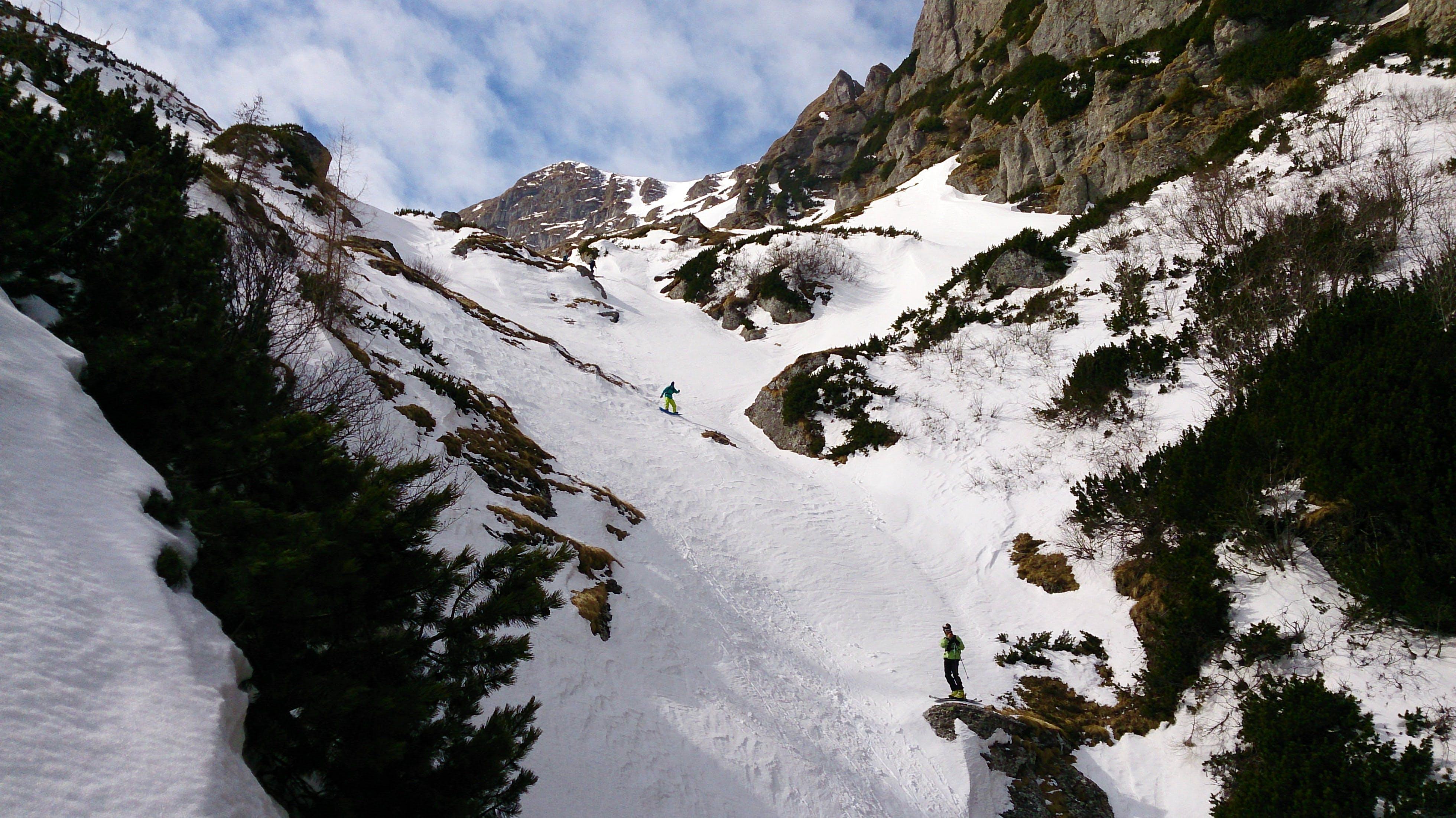 Foto profissional grátis de aventura, caminhar, cênico, colina