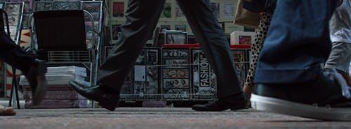 Kostnadsfri bild av ben, fötter, gata, karriär