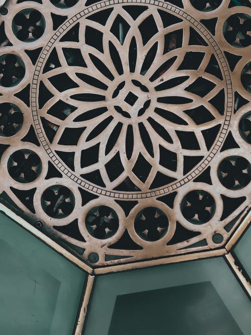 Decorative pattern on metal surface
