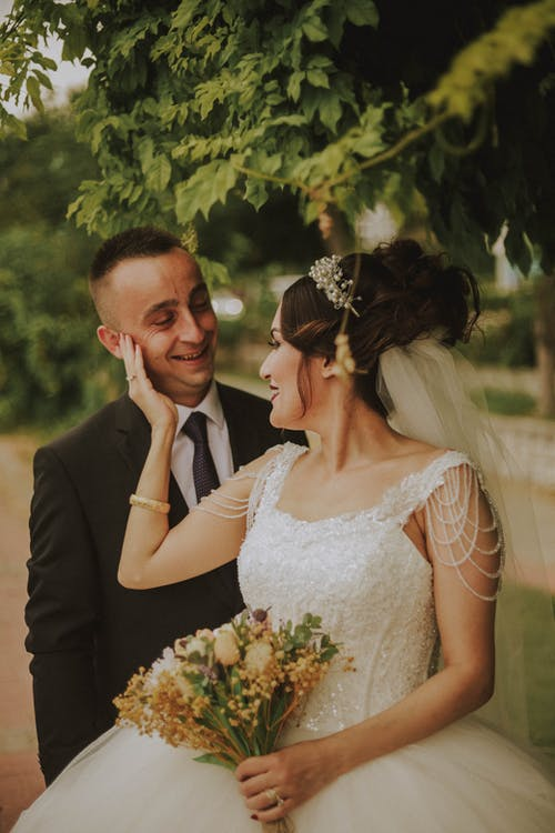 Бесплатное стоковое фото с беззаботный, бодрый, брак, букет