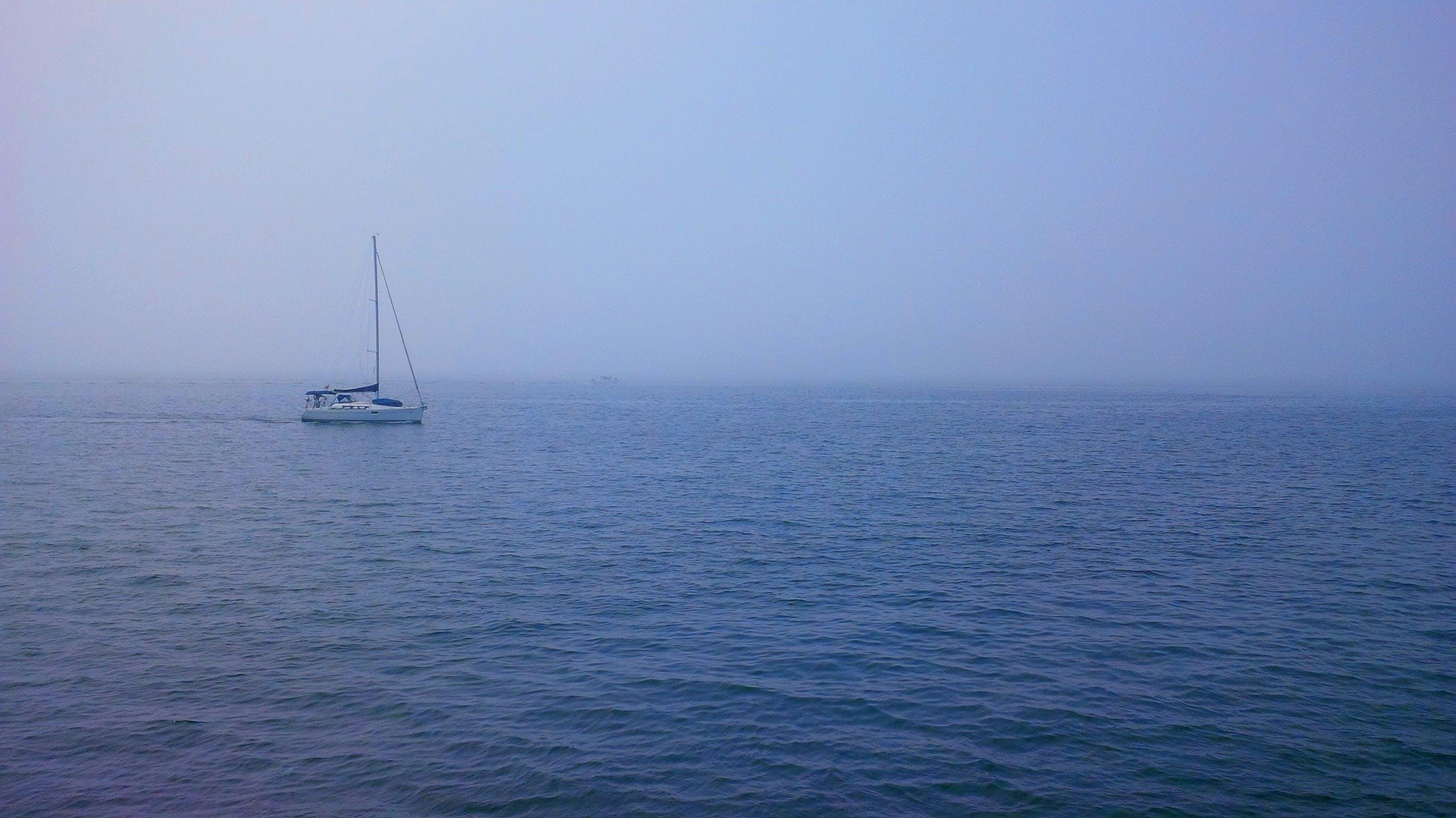 Free stock photo of boat, foggy, isolated, lake