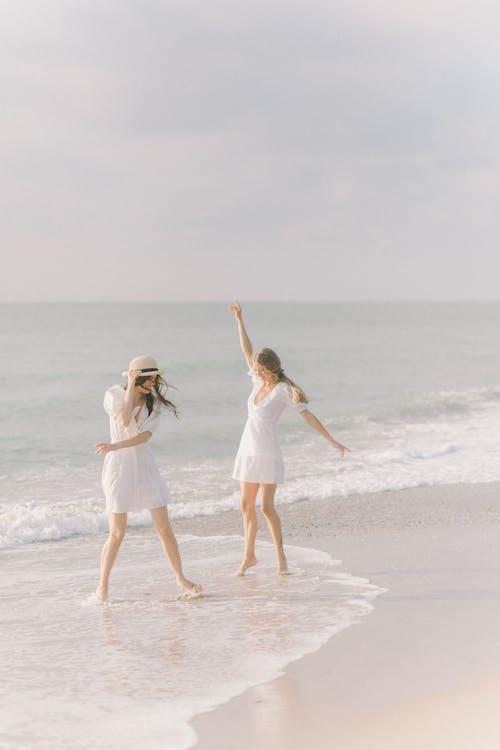Fotobanka sbezplatnými fotkami na tému biele šaty, boho, dvojica