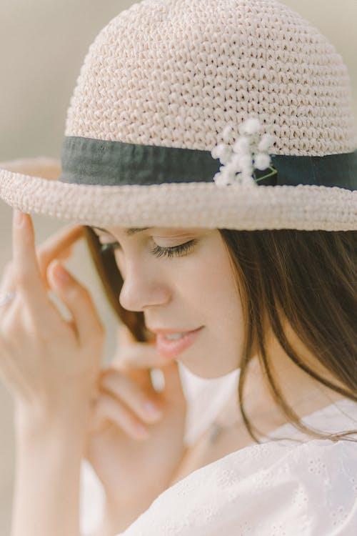 Fotobanka sbezplatnými fotkami na tému fedora klobúk, krásna, mladý
