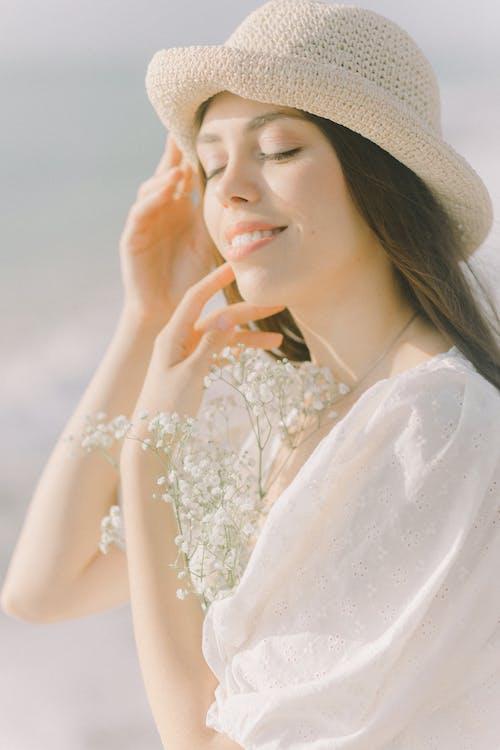垂直, 女人, 帽子 的 免费素材图片
