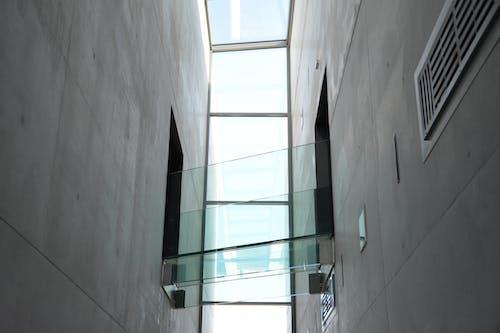 低角度拍攝, 反射, 室內, 建築 的 免費圖庫相片