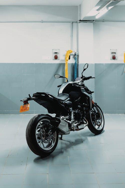 Foto stok gratis BMW, bmw f900r, bmw motorrad, dalam ruangan
