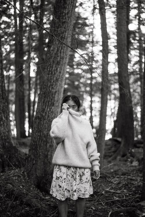 Безкоштовне стокове фото на тему «Деревина, дерево, дитина, Дівчина»