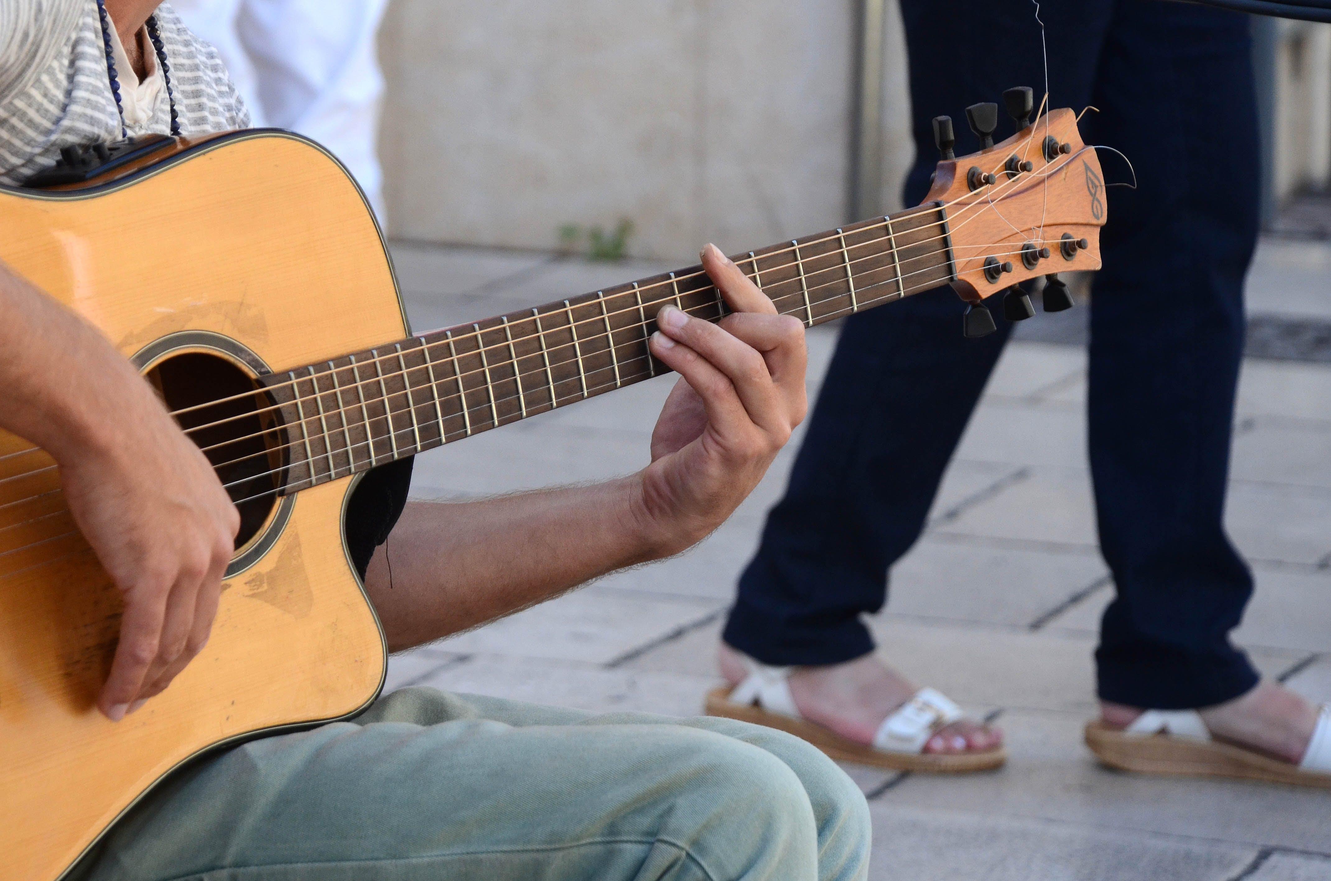 Gratis arkivbilde med gitar, gitarist, musiker, musikkinstrument