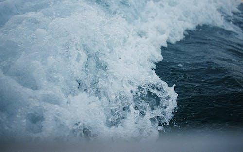 Foto d'estoc gratuïta de aigua, estavellant, mar, moviment