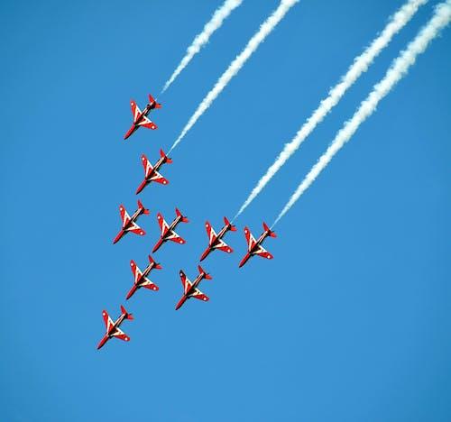 Základová fotografie zdarma na téma červené šipky, kaskadérský kousek, let, letadlo