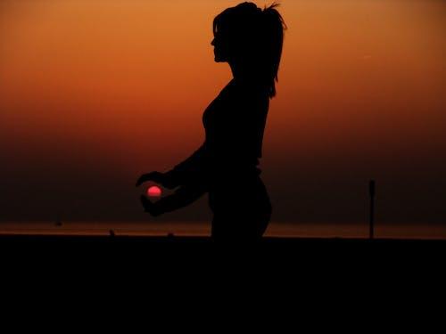 Foto stok gratis bayangan hitam, cewek, Fajar, gadis