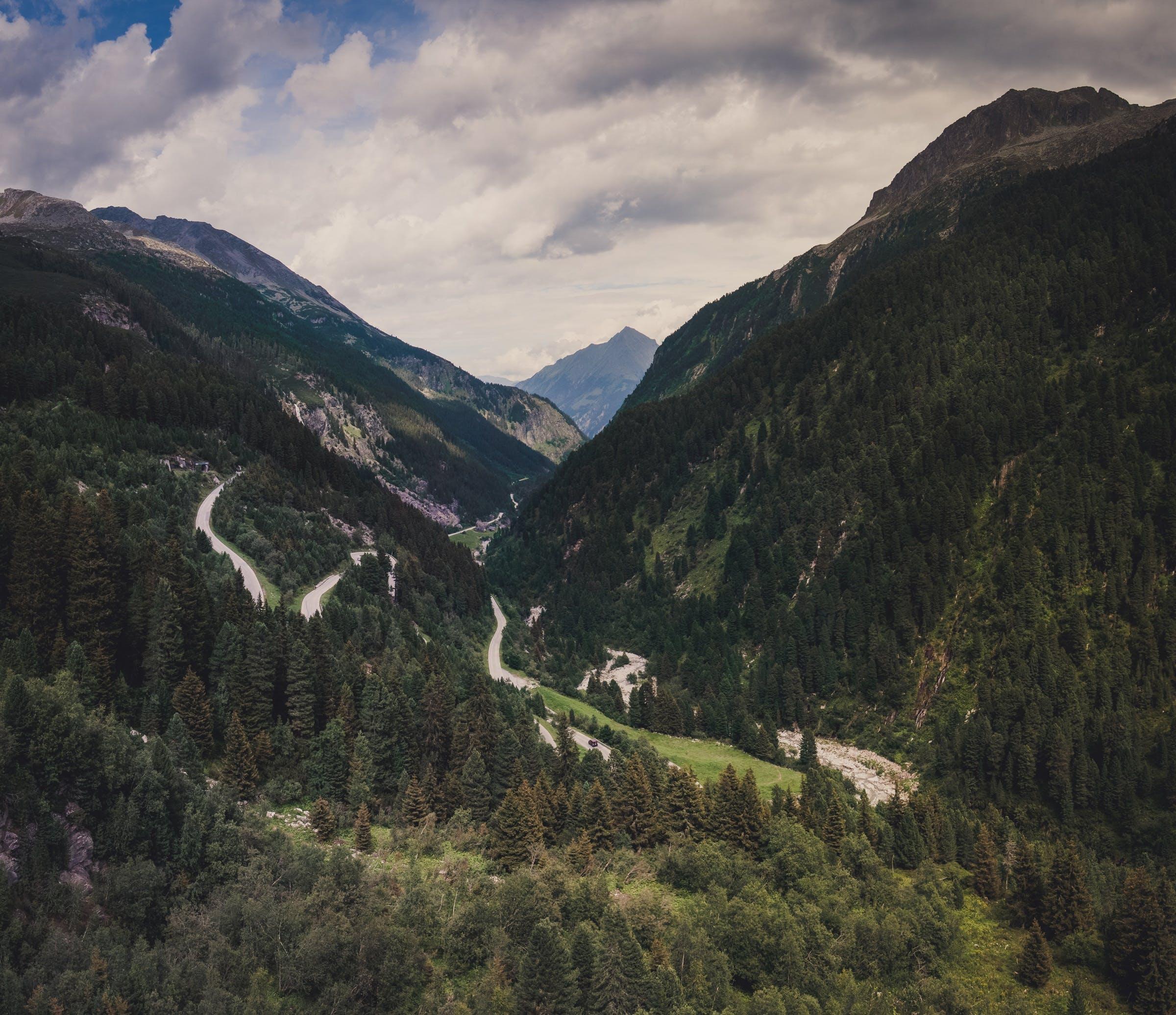 Kostenloses Stock Foto zu straße, verkehr, landschaft, berge