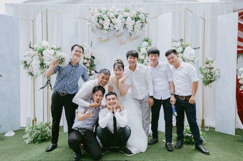 Безкоштовне стокове фото на тему «весільна вечірка, весільний пара, день весілля»